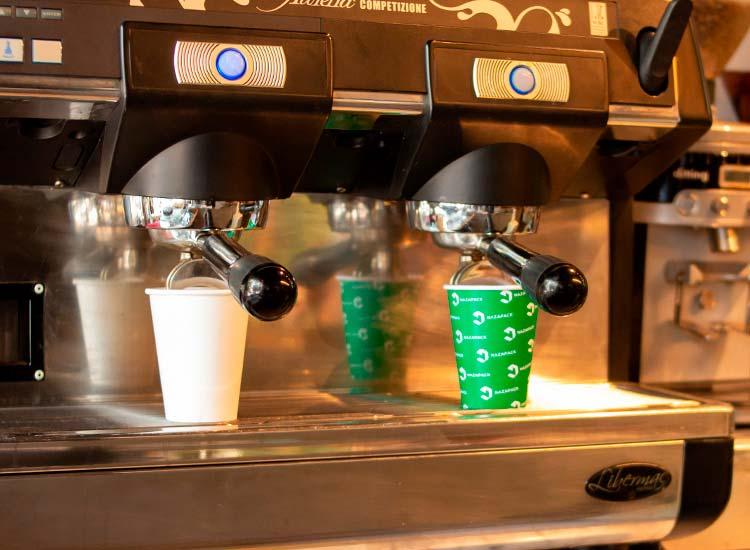 copos de papel para bebidas quentes e frias